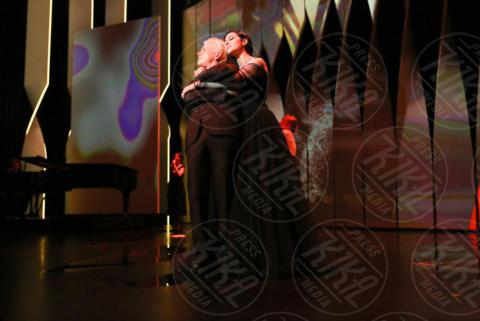 Alex Lutz, Monica Bellucci - Cannes - 17-05-2017 - Monica Bellucci subito hot: bacio focoso dopo il tango