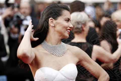 Adriana Lima - Cannes - 18-05-2017 - Cannes  2017, il seno nudo di Emily Ratajkowski incanta i fan