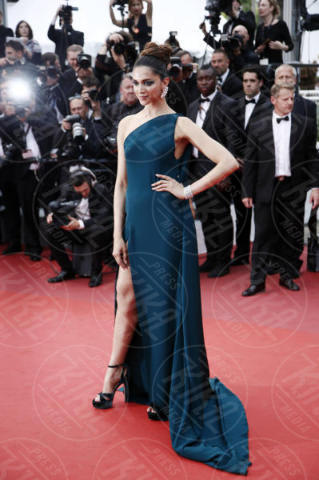 Deepika Padukone - Cannes - 18-05-2017 - Cannes 2017: sul red carpet lo spacco spacca!