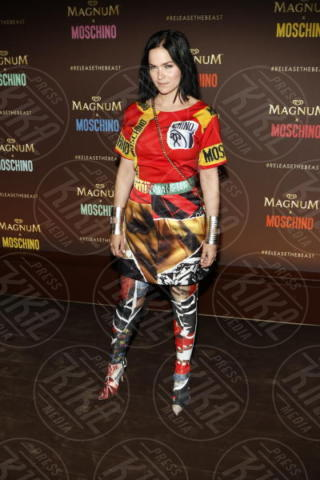 Leigh Lazark - Cannes - 18-05-2017 - Cannes 2017: Cara Delevingne star del party Magnum X Moschino