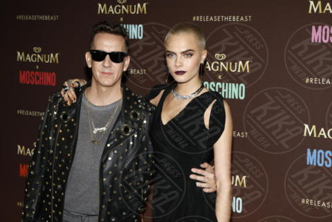 Cara Delevingne, Jeremy Scott - Cannes - 18-05-2017 - Cannes 2017: Cara Delevingne star del party Magnum X Moschino