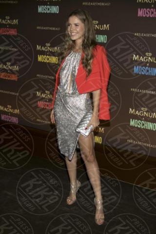 Victoria Swaroski - Cannes - 18-05-2017 - Cannes 2017: Cara Delevingne star del party Magnum X Moschino