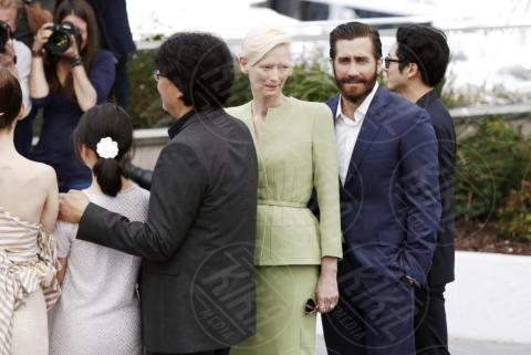 Jake Gyllenhaal, Tilda Swinton - Cannes - 19-05-2017 - Cannes 2017: Tilda Swinton e Lily Collins al photocall di Okja