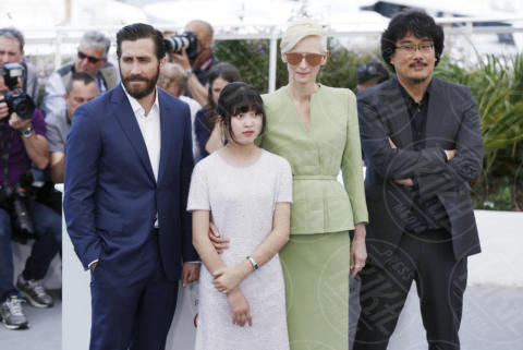 Ahn Seo-Hyun, Bong Joon-Ho, Jake Gyllenhaal, Tilda Swinton - Cannes - 19-05-2017 - Cannes 2017: Tilda Swinton e Lily Collins al photocall di Okja