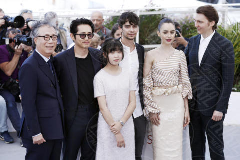 Byung Heebong, Ahn Seo-Hyun, Paul Dano, Lily Collins - Cannes - 19-05-2017 - Cannes 2017: Tilda Swinton e Lily Collins al photocall di Okja