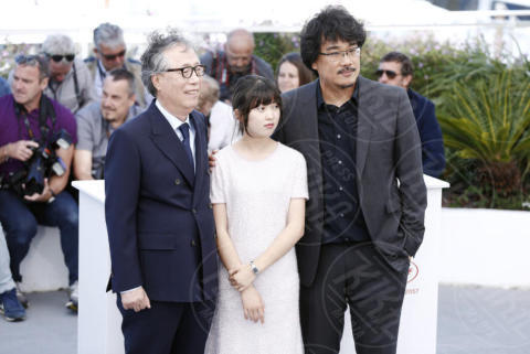 Byung Heebong, Ahn Seo-Hyun, Bong Joon-Ho - Cannes - 19-05-2017 - Cannes 2017: Tilda Swinton e Lily Collins al photocall di Okja