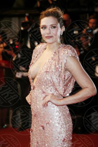 Elizabeth Olsen - Cannes - 20-05-2017 - Cannes 2017: sul red carpet no-bra... viva la libertà!