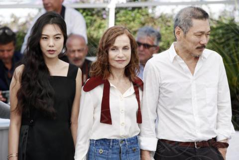 Hong Sang Soo, Kim Minhee, Isabelle Huppert - Cannes - 21-05-2017 - Cannes 2017: Isabelle Huppert riparte da Claire's camera