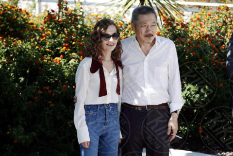 Hong Sang Soo, Isabelle Huppert - Cannes - 21-05-2017 - Cannes 2017: Isabelle Huppert riparte da Claire's camera