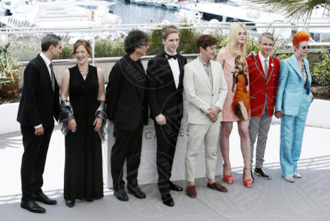 Aj Lewis, Alex Sharp, Cameron Mitchell, Sandy Powell, Elle Fanning - Cannes - 21-05-2017 - Cannes 2017: Elle Fanning per How to talk to Girls at Parties