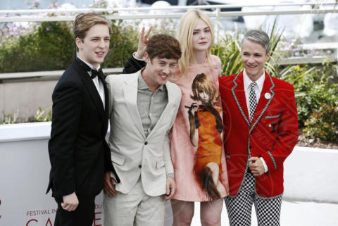 Aj Lewis, Alex Sharp, Cameron Mitchell, Elle Fanning - Cannes - 21-05-2017 - Cannes 2017: Elle Fanning per How to talk to Girls at Parties