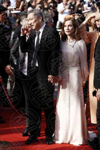 Isabelle Huppert - Cannes - 21-05-2017 - Cannes: l'eleganza di Nicole Kidman, il sideboob di Elle Fanning