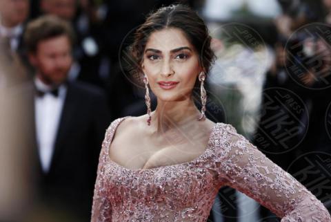 Sonam Kapoor - Cannes - 21-05-2017 - Cannes: l'eleganza di Nicole Kidman, il sideboob di Elle Fanning