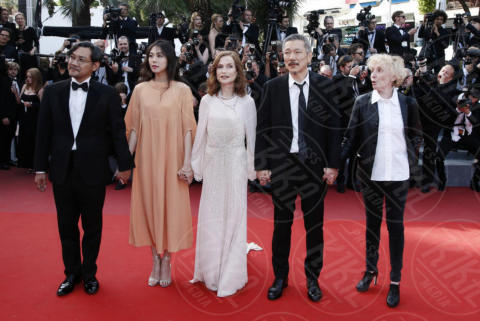 Juliette Binoche - Cannes - 21-05-2017 - Cannes: l'eleganza di Nicole Kidman, il sideboob di Elle Fanning