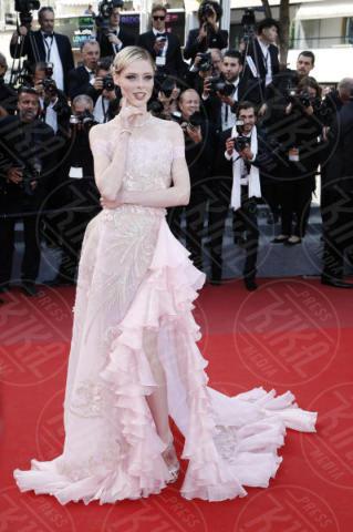 Coco Rocha - Cannes - 21-05-2017 - Cannes: l'eleganza di Nicole Kidman, il sideboob di Elle Fanning
