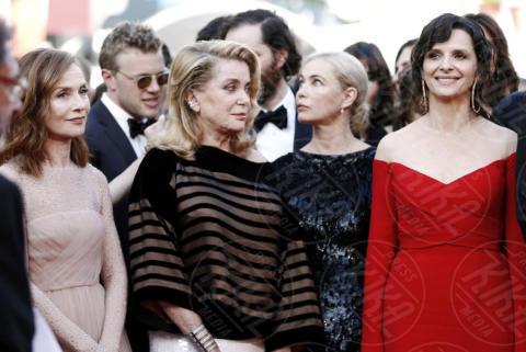 Juliette Binoche, Isabelle Huppert, Catherine Deneuve, Emmanuelle Beart - Cannes - 22-05-2017 - Cannes 2017: Nicole Kidman, una damigella con tutù