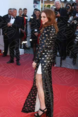 Julianne Morris - Cannes - 19-05-2017 - Cannes 2017: sul red carpet lo spacco spacca!