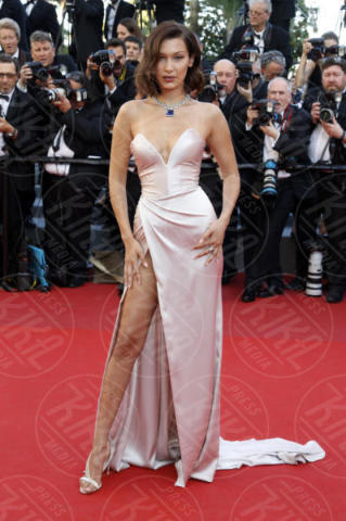 Bella Hadid - Cannes - 17-05-2017 - Da Evangeline a Irina, sul red carpet lo spacco... spacca!