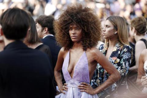 Tina Kunakey - Cannes - 24-05-2017 - Cannes 2017: sul red carpet no-bra... viva la libertà!