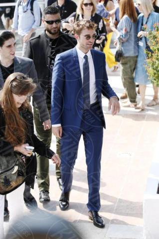 Robert Pattinson - Cannes - 25-05-2017 - Cannes 2017: Pattinson si veste da criminale per Good Times
