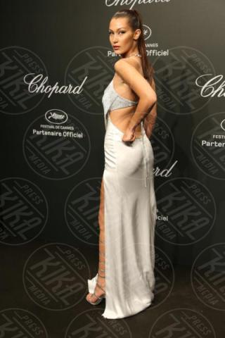 Bella Hadid - 19-05-2017 - Cannes 2017: sul red carpet no-bra... viva la libertà!