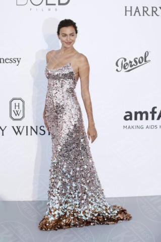 Irina Shayk - Cannes - 25-05-2017 - Cannes 2017: l'amfAR 2017 è... argento vivo!