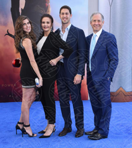 Robert A. Altman, Juana Cordova, Colby Carter, Lynda Carter - Hollywood - 25-05-2017 - Gal Gadot e Lynda Carter: Wonder Woman sfida Wonder Woman!
