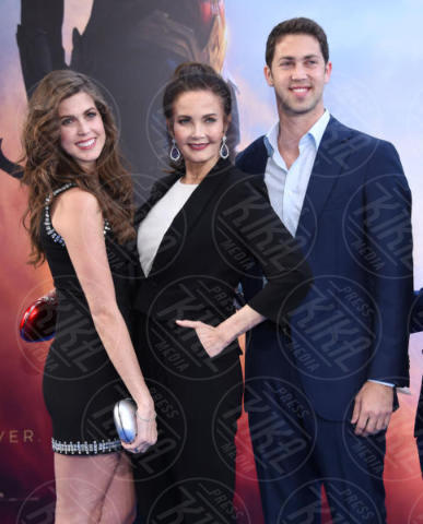 Juana Cordova, Colby Carter, Lynda Carter - Hollywood - 25-05-2017 - Gal Gadot e Lynda Carter: Wonder Woman sfida Wonder Woman!
