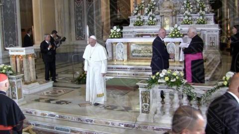 Papa Francesco - Genova - Genova, Papa Francesco mangia le trofie al pesto con i detenuti