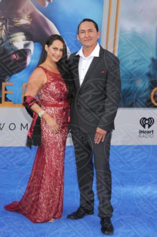 Eugene Brave Rock - Los Angeles - 25-05-2017 - Gal Gadot incontra Lynda Carter, la prima Wonder Woman