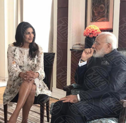 Priyanka Chopra, Narendra Modi - Hollywood - 31-05-2017 - Priyanka Chopra: la foto che ha fatto infuriare l'India