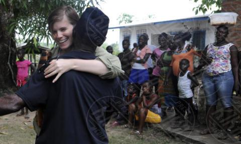 Kate Mara - Monrovia - 08-03-2016 - Le sorelle Mara animaliste: viaggio in Liberia per 60 scimpanzé