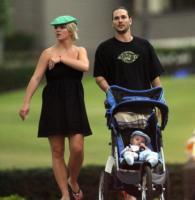 Sean, Kevin Federline, Britney Spears - Hawaii - 22-03-2007 - Kevin Federline è felice per il fidanzamento di Britney Spears