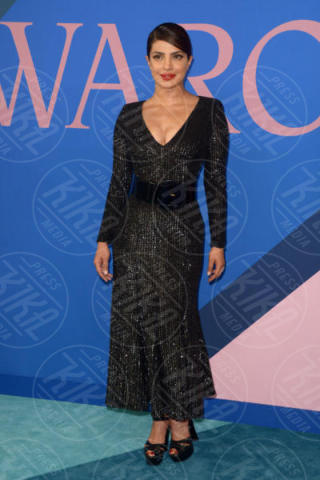 Priyanka Chopra - New York - 06-06-2017 - CFDA Awards 2017: ecco chi è la Bella in rosa sul blue carpet...