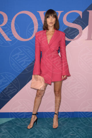 Bella Hadid - New York - 06-06-2017 - CFDA Awards 2017: ecco chi è la Bella in rosa sul blue carpet...