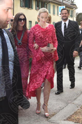 Emily Blunt, Anne Hathaway - Carbonera (TV) - 10-06-2017 - Emily Blunt e Anne Hathaway alle nozze di Jessica Chastain