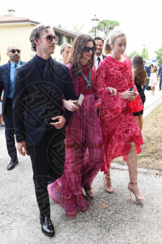 Adam Shulman, Emily Blunt, Anne Hathaway - Carbonera (TV) - 10-06-2017 - Emily Blunt e Anne Hathaway alle nozze di Jessica Chastain