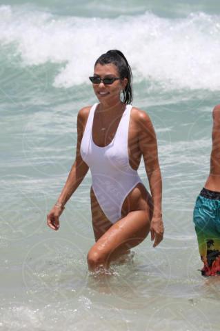 Larsa Pippen, Kourtney Kardashian - Miami Beach - 11-06-2017 - Estate 2019: bikini o costume intero, questo è il dilemma!