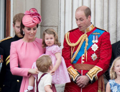 Princess Charlotte, Prince George, Principessa Charlotte Elizabeth Diana, Principe George, Principe William, Kate Middleton - Londra - 17-06-2017 - Principe George: mamma, guarda come non mi diverto!