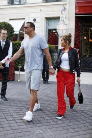 Alex Rodriguez, Jennifer Lopez - Parigi - 18-06-2017 - Jennifer Lopez e Alex Rodriguez: due innamoratini al Louvre