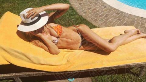 Elena Santarelli - 19-06-2017 - L'estate? È già arrivata, ed è bollente!