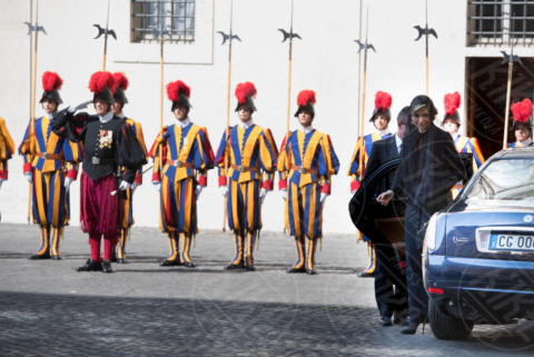 Guardie Svizzere - Roma - 22-06-2017 - Maxima d'Olanda in nero e in lungo da Papa Francesco