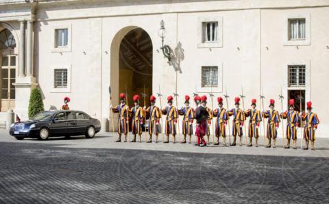 Guardie Svizzere - Città del Vaticano - 22-06-2017 - Maxima d'Olanda in nero e in lungo da Papa Francesco