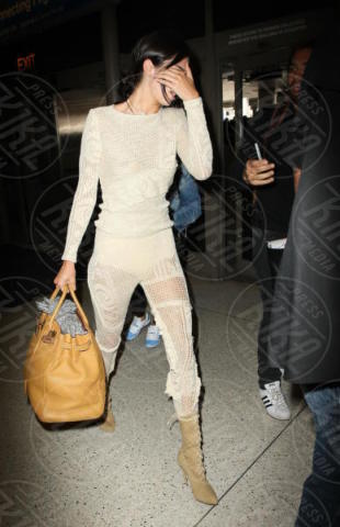 Kendall Jenner - LAX - 19-05-2017 - Fashion Week o viaggio di piacere, i travel outfit delle star