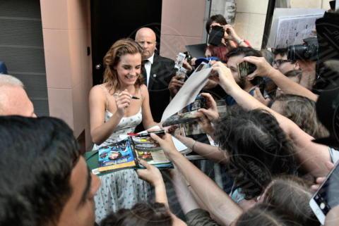 Emma Watson - Parigi - 21-06-2017 - Emma Watson, sofisticata e bon ton a Parigi per The Circle