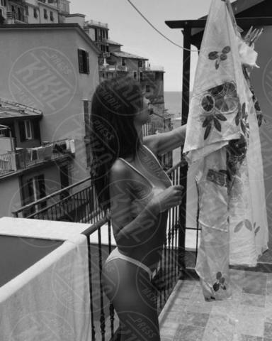 Emily Ratajkowski - Amalfi - 26-06-2017 - Emily Ratajkowski svela il sexy segreto citando la Loren