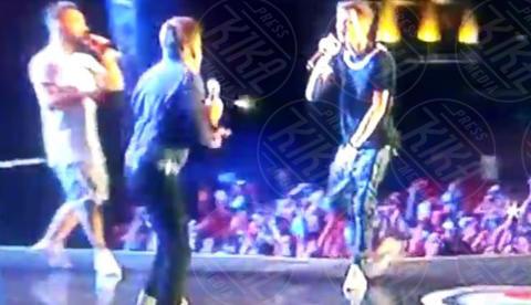 Fabio Rovazzi, Gianni Morandi - Palermo - 01-07-2017 - Gianni Morandi canta Volare e vola giù dal palco: il video