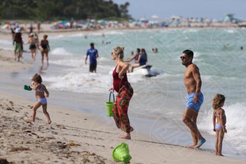 Desirée Falcao, Dominique Garcia Falcao, Lorelei Taron, Radamel Falcao - Miami Beach - 30-06-2017 - Radamel Falcao: con la famiglia El Tigre è un cucciolone
