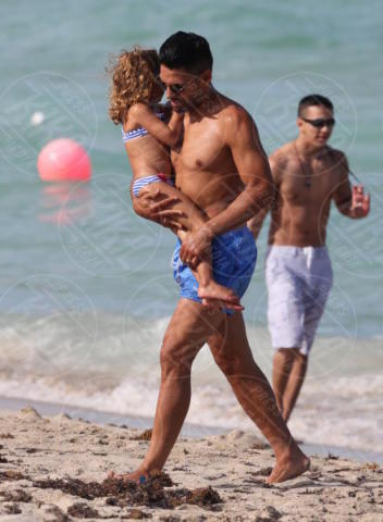 Desirée Falcao, Radamel Falcao - Miami Beach - 30-06-2017 - Radamel Falcao: con la famiglia El Tigre è un cucciolone