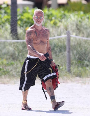 Gianluca Vacchi - Miami Beach - 02-07-2017 - Gianluca Vacchi fa crack, altro che #Enjoy...